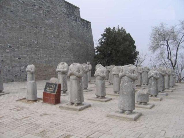 امجسمه فیروز سوم در چین
