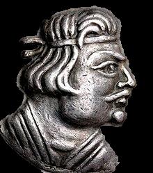 ایشون هرائیوس می باشند که طبق داده های تاریخی اولین فرمانروای کوشانی اند. اما بنیانگذار شاهنشاهی کوشانیان کوجوله کادفیز است.